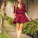 2020 Sokak Modasının En Şık Bahar Kombinleri Bordo Mini Uzun Kollu Kloş Etekli Elbise Topuklu Ayakkabı Kırmızı Kol Çantası