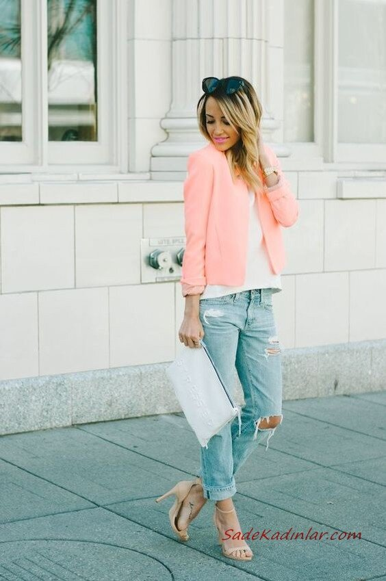 2020 Sokak Modasının En Şık Bahar Kombinleri Mavi Yırtık Mom Jeans Beyaz Bluz Somon Blazer Ceket Vizon Stiletto Ayakkabı Beyaz El Çantası