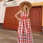 2020 Yazlık Kombinler Kırmızı Midi Ekose Desenli Kolsuz Elbise Beyaz Topuklu Ayakkabı