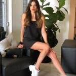 2020 Yazlık Kombinler Siyah Askılı Mini Elbise Beyaz Spor Ayakkabı