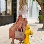 2020 Yazlık Kombinler Turuncu Midi Desenli Etek Beyaz Gömlek Pudra Tüylü Topuklu Ayakkabı