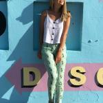 2020 Yazlık Kombinler Yeşil Desenli Pantolon Beyaz Askılı Bluz