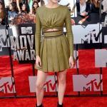 Shailene Woodley'nin Yeşil Deri Pileli Etek Kombini