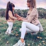 2020 Anne Kız Kombinleri Beyaz Pantolon Bluz Vizon Kısa Deri Ceket Beyaz Spor Ayakkabı