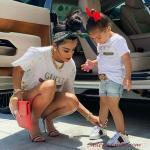 2020 Anne Kız Kombinleri Mavi Şort Beyaz Tişört Beyaz Spor Ayakkabı