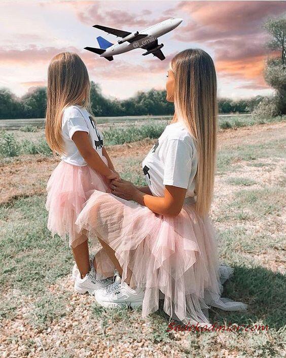 2020 Anne Kız Kombinleri Pembe Midi Tül Etek Beyaz Tişört Spor Ayakkabı