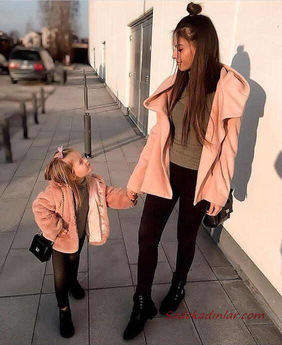 2020 Anne Kız Kombinleri Siyah Pantolon Yeşil Kazak Pembe Mont