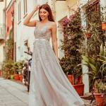 2020 Düğün Elbise Modelleri Gri Uzun Askılı Kloş Etekli İşlemeli