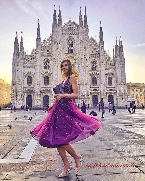 2020 Düğün Elbise Modelleri Mor Midi Askılı V Yakalı Kloş Etekli