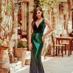 2020 Düğün Elbise Modelleri Yeşil Uzun Askılı V Yakalı Payetli