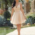 2020 Gece Elbise Modelleri Krem Mini Askılı V Yakalı Kloş Etekli Dantel
