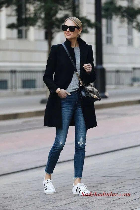 2020 Gri Kıyafet Kombinleri Lacivert Yırtık Kot PAntolon Gri Bluz Siyah Kaşe Kaban Beyaz Spor Ayakkabı