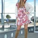 2020 Kış Kombinleri Pembe Mini Desenli Elbise Gri Uzun Hırka Taba Uzun Nubuk Topuklu Çizme
