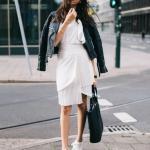 2020 Deri Ceket Kombinleri Beyaz Mini Pileli Etek Bluz Siyah Deri Ceket Beyaz Spor Ayakkabı