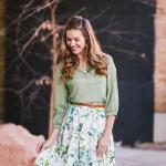 2020 Etek Kombinleri Beyaz Dizboyu Desenli Kloş Etek Yeşil Gömlek