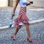 2020 Etek Kombinleri Kırmızı Midi Çizgili Fırfırlı Etek Beyaz Askılı Bluz Kırmızı Stiletto Ayakkabı