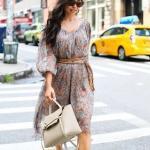 2020 Günlük Elbise Kombinleri Gri Midi Balon Kollu V Yakalı Desenli Kemerli Elbise Krem Stiletto Ayakkabı