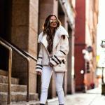 2020 Günlük Kombinler Beyaz Pantolon Siyah Bluz Krem Kısa Mont Kahverengi Topuklu Bot