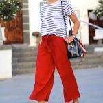 2020 Günlük Kombinler Kırmızı Bol KEsim Cepli Capri Pantolon Beyaz Çizgili Tişört Spor Ayakkabı