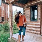 2021 Kış İçin Günlük Kombinler Lacivert Pantolon Tarçın Rengi Kazak Taba Uzun Deri Topuklu Çizme