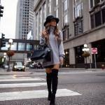 2021 Kış İçin Günlük Kombinler Siyah Mini Etek Gri Boğazlı Tunik Kazak Siyah Uzun Nubuk Topuklu Bot