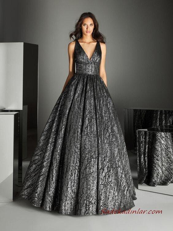 2020 Pronovias Uzun Abiye Elbise Modelleri Siyah Uzun Askılı V Yakalı Kabarık Etekli