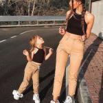 2020 Anne Kız Elbise ve Kıyafet Kombinleri Camel Pantolon Siyah Büstiyer