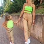2020 Anne Kız Elbise ve Kıyafet Kombinleri Kahverengi Pantolon Neon Yeşili Büstiyer