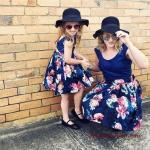 2020 Anne Kız Elbise ve Kıyafet Kombinleri Lacivert Mini Askılı Çiçek Desenli Elbise