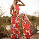 2020 Anne Kız Elbise ve Kıyafet Kombinleri Nar Çiçeği Uzun Kolsuz Çiçek Desenli Elbise