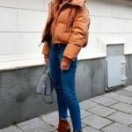 2020 Kışı İçin Bayan Kısa Şişme Mont Kombinleri Lacivert Skinny Kot Pantolon Taba Boğazlı Kazak Mont Topuklu Ayakkabı