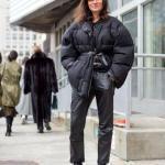 2020 Kışı İçin Bayan Kısa Şişme Mont Kombinleri Siyah Deri Pantolon Kazak Mont Topuklu Kısa Bot