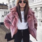 2020 Kışı İçin Bayan Kısa Şişme Mont Kombinleri Siyah Pantolon Beyaz Bluz Pembe Mont Siyah Omuz Çantası