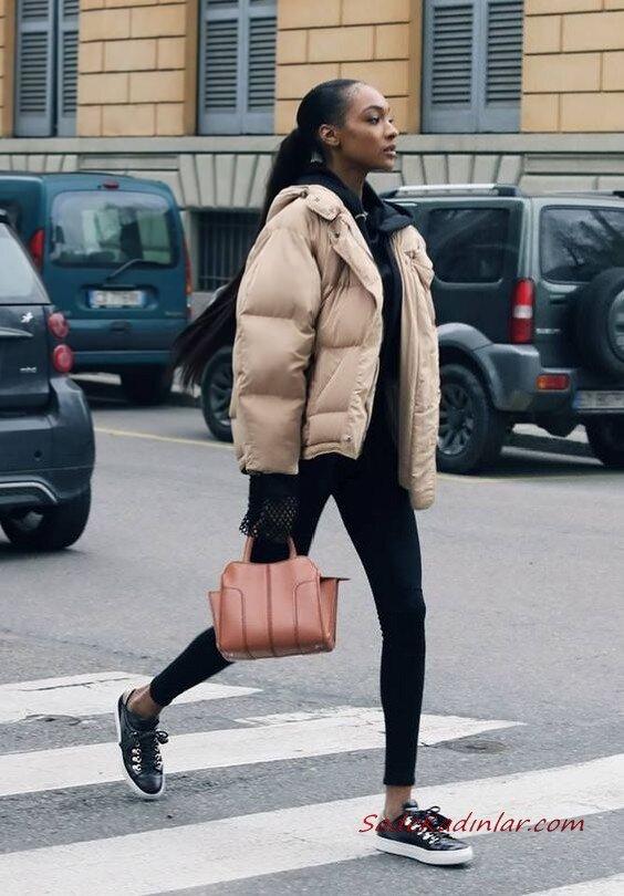 2020 Kışı İçin Bayan Kısa Şişme Mont Kombinleri Siyah Skinny Pantolon Kapşonlu Sweart Krem Mont Siyah Spor Ayakkabı
