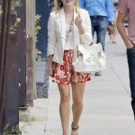 2020 Bayan Beyaz Blazer Ceket Kombinleri Turuncu Mini Kloş Etek Beyaz Bluz Blazer Ceket Krem Stiletto Ayakkabı