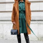 2020 Kış Modası Bayan Peluş Mont Kombinleri Siyah Deri Pantolon Yeşil Uzun Tunik Kahverengi Uzun Peluş Mont Siyah Kısa Topuklu Bot