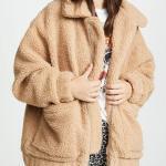 2020 Kış Modası Bayan Peluş Mont Kombinleri Siyah Leopar Desenli Tayt Beyaz Bluz Kahverengi Kısa Peluş Mont