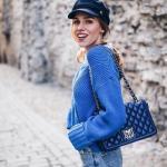 2020 Bayan Şapka Kombinleri Mavi Pantolon V Yakalı Kazak Lacivert Şapka