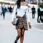 2020 Tüvit Etek Kombinleri Kahverengi Mini Ekose Desenli Etek Beyaz Omzu Açık Bluz Siyah Topuklu Bot