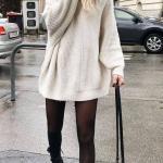 2020-2021 Kazak Elbise Kombinleri Krem Mini Boğazlı Salaş Elbise Siyah Postal Bot El Çantası