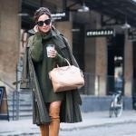 2020-2021 Kazak Elbise Kombinleri Yeşil Mini Boğazlı Elbise Uzun Trençkot Taba Uzun Nubuk Çizme Krem El Çantası