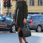 2020-2021 Kazak Elbise Kombinleri Yeşil Yuvarlak Yaka Salaş Elbise Siyah Deri Kısa Topuklu Bot El Çantası