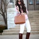 2020 Günlük Şık Kombinler Beyaz Pantolon Pembe Kazak Kahverengi Uzun Çizme Taba El Çantası