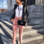 2020 Bayan Spor Kombinler Pembe Pantolon Beyaz Tişört Siyah Deri Ceket Beyaz Spor Ayakkabı