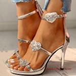 2020 Bayan Stiletto Ayakkabı Modelleri Gümüş Bantlı Kalp Aksesuarlı
