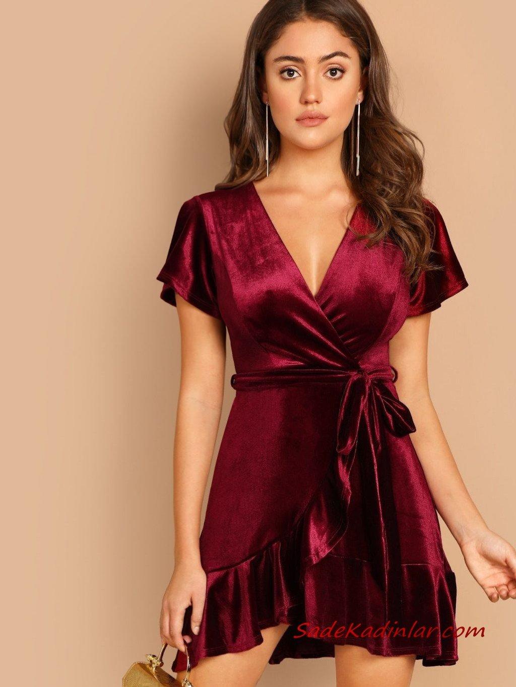 2021 Sevgililer Günü İçin Abiye Elbise Modelleri Vişne Kadife Mini Kısa Kollu V Yakalı Fırfır Detaylı
