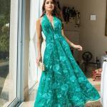 2020 Uzun Abiye Elbise Modelleri Yeşil Uzun V Yakalı Kloş Etekli Sırt Dekolteli