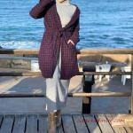 2020 Bayan Tesettür Kombinleri Gri Uzun Boğazlı Triko Elbise Mürdüm Uzun Cepli Ceket Sarı Bağcıklı Bot