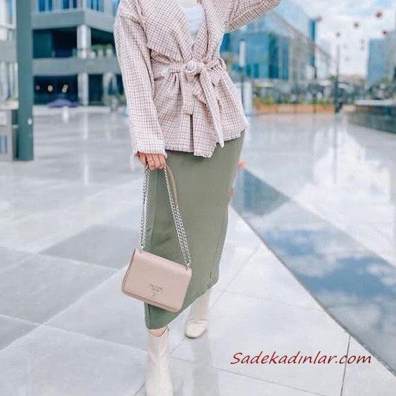 2020 Bayan Tesettür Kombinleri Yeşil Uzun Etek Beyaz Kazak Krem Desenli Ceket Kısa Topuklu Bot El Çantası