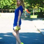 2020 En Trend Mavi Renk Elbise Kombinleri Mavi Mini Kısa Kollu Kayık Yakalı Elbise Neon Sarı Stiletto Ayakkabı El Çantası